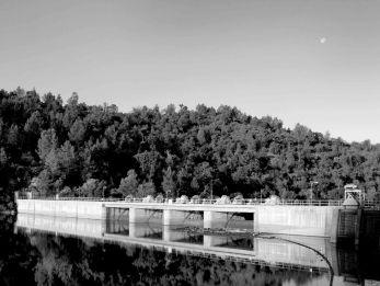 Redinger Dam b&w small