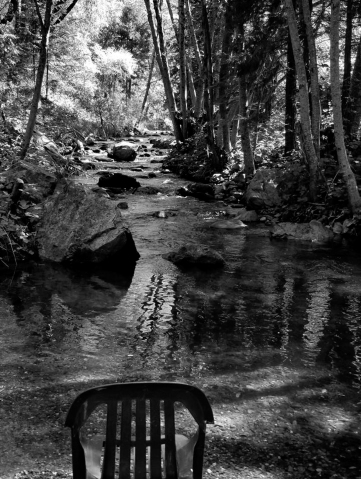 Stream chair bw